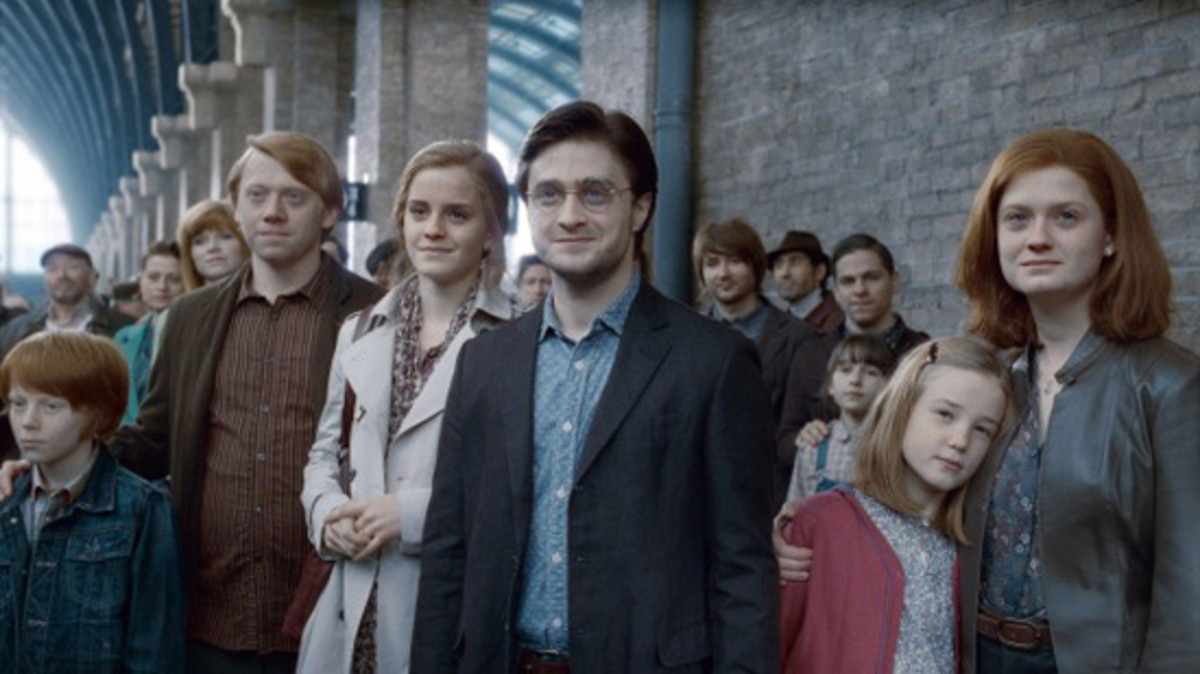 Left to Right: Hugo, Ron, Hermione, Harry, Lily Luna, Ginny