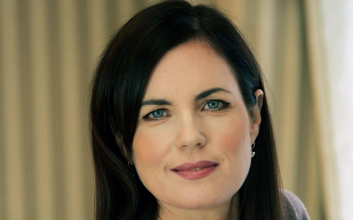 Cora Levinson (Elizabeth McGovern)