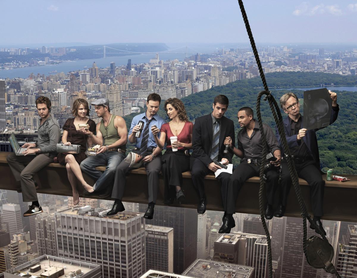 Cool cast shot of the whole team around season 5