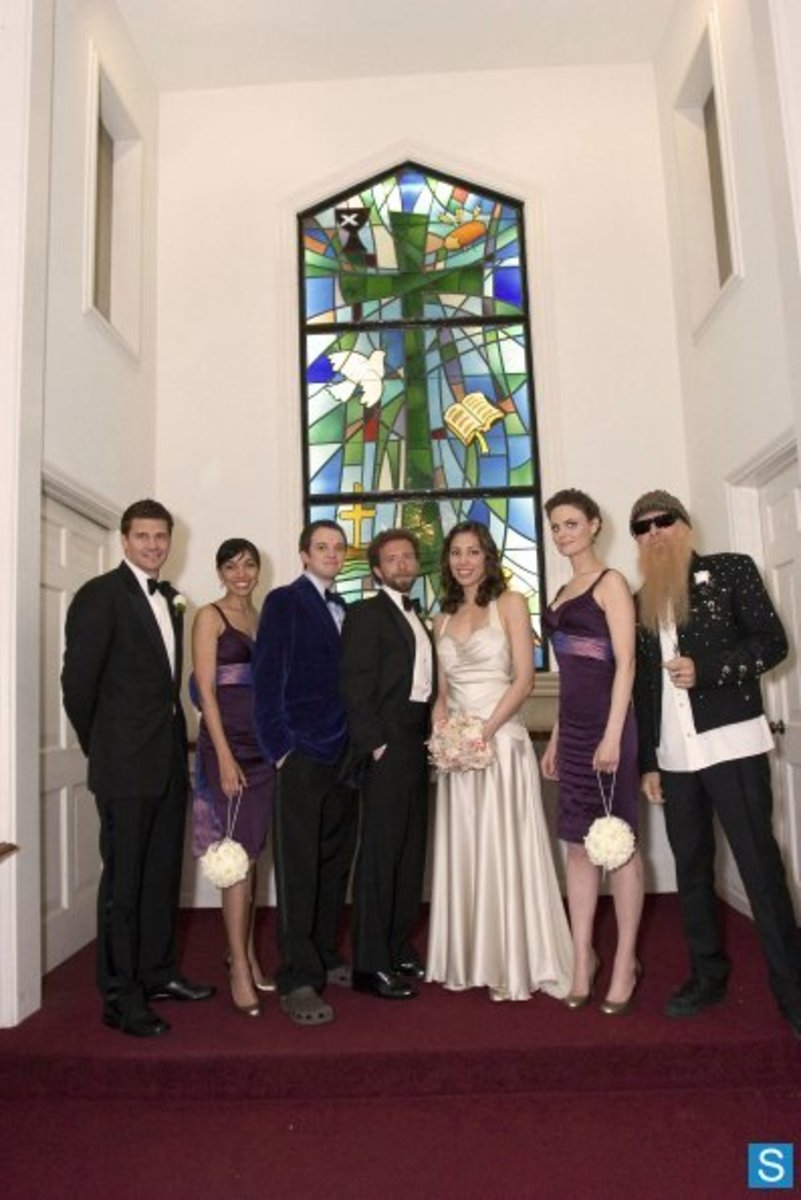 "Angela and Hodgins pose with their family and friends on their wedding day in the season two episode ""Stargazer In A Puddle."