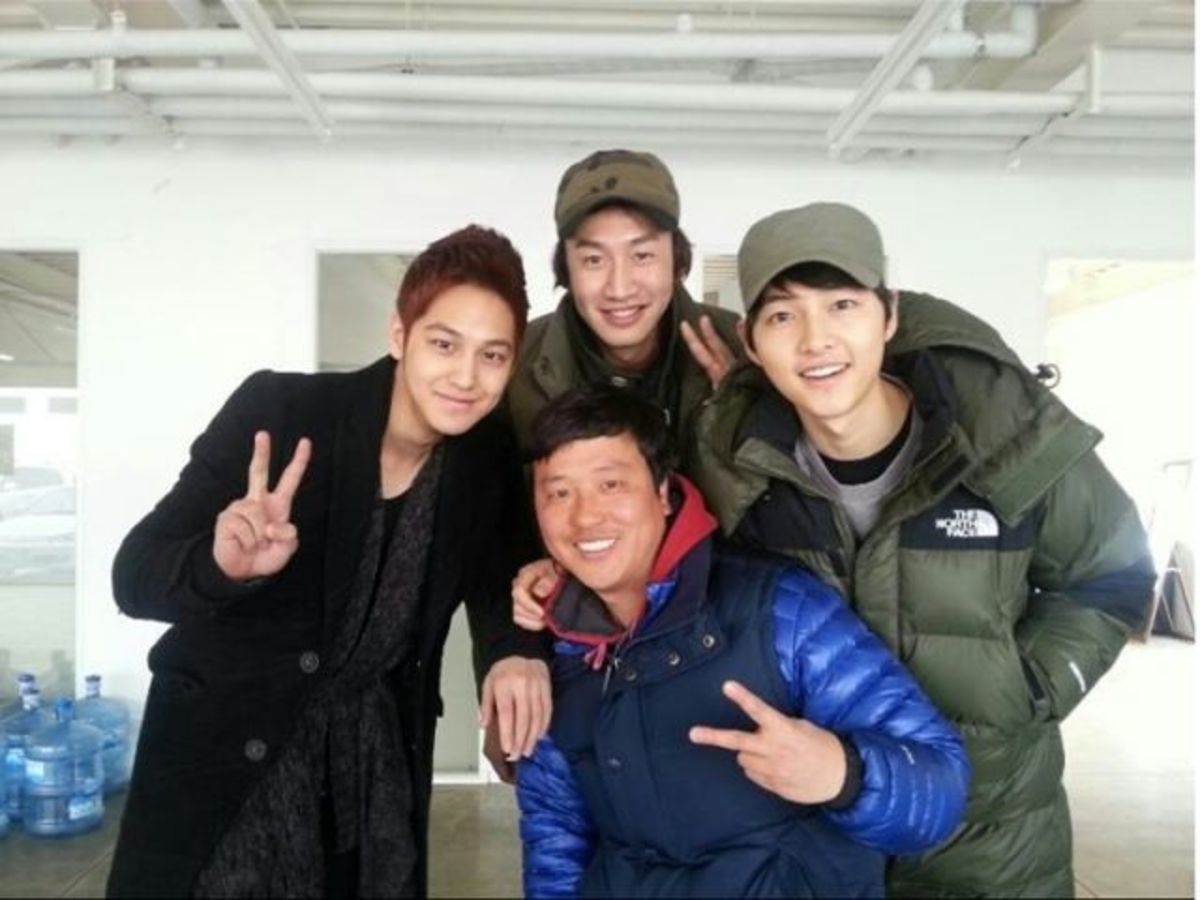 Song Joong Ki and Lee Kwang Soo with some friends.