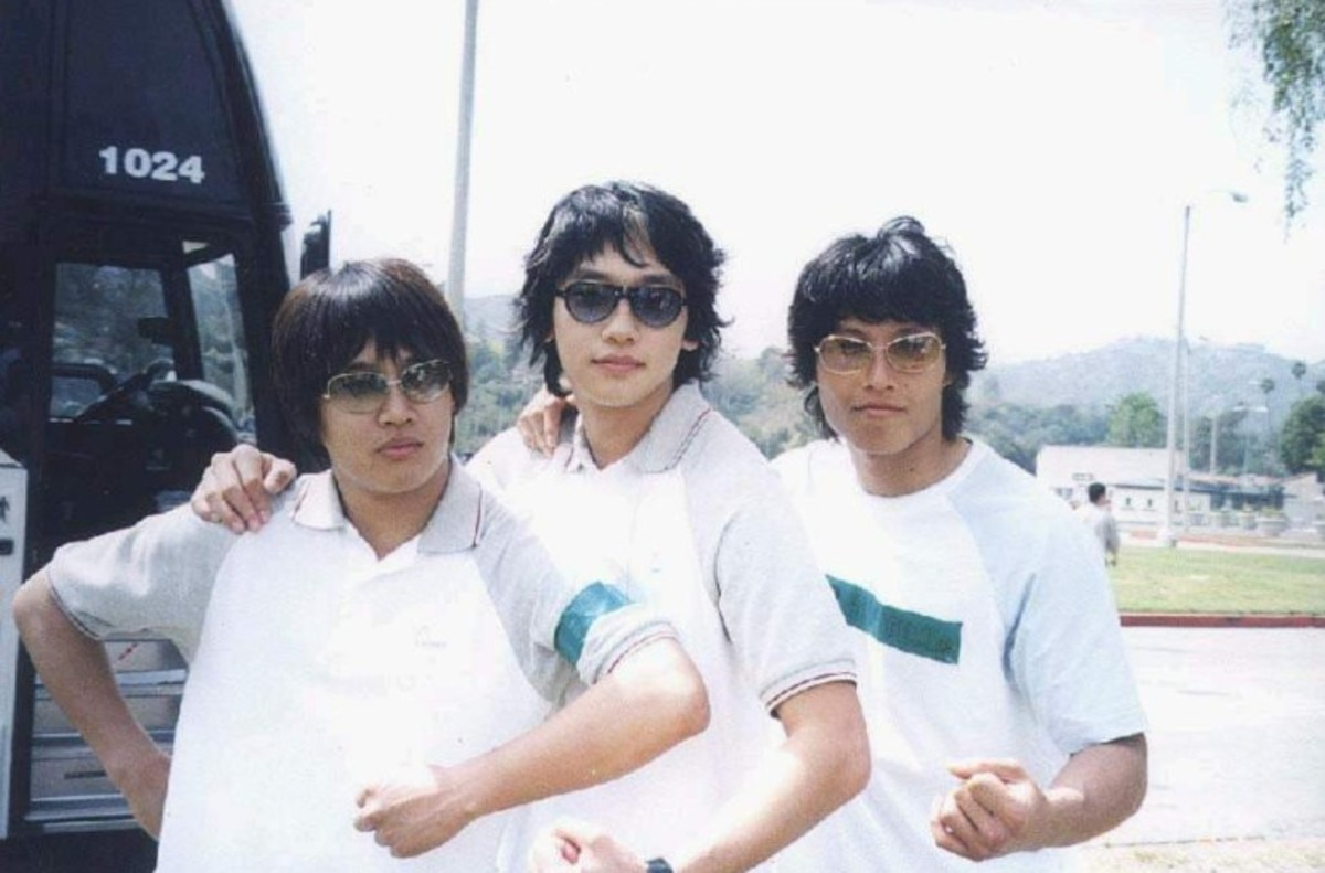 Cha Tae Hyun with Kim Jong Kook when they were younger. Along with Jang Hyuk, they are known as the Dragon Brothers. They've been best friends for a long time and their chemistry shows on screen.