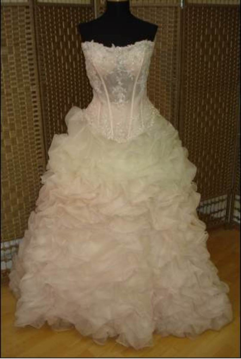 an example of Katniss' feathery wedding dress