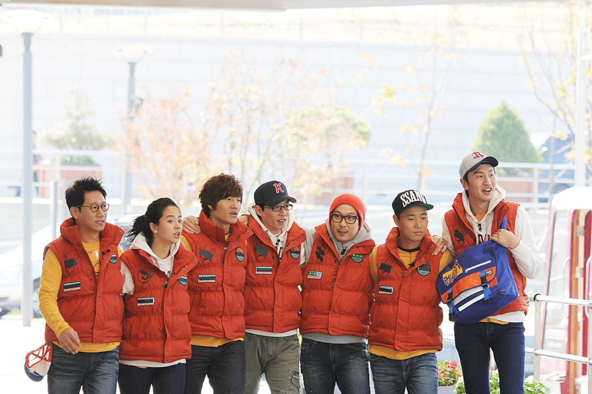 The current cast of Running Man: Yoo Jae Suk, Song Ji Hyo, Kim Jong Kook, Ji Suk Jin, Haha, Gary, and Lee Kwang Soo