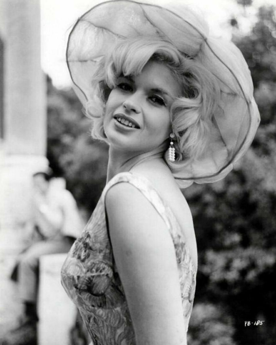 A lovely publicity of Jayne for the film.