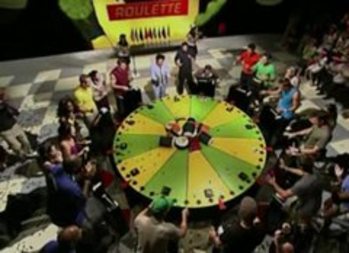 Amazing Race teams play Sushi Roulette.