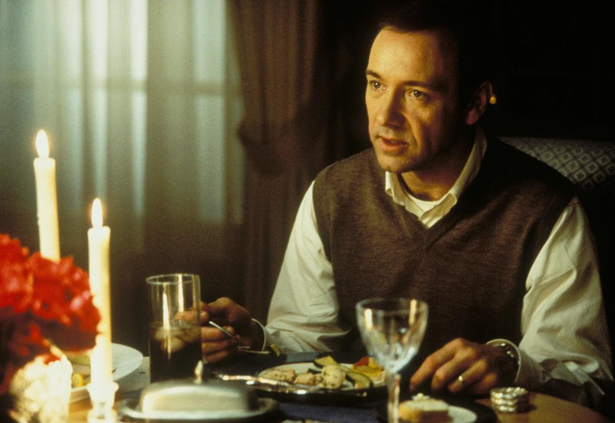 Lester Burnham (Kevin Spacey), before his breakdown, is constantly belittled by his wife and daughter.