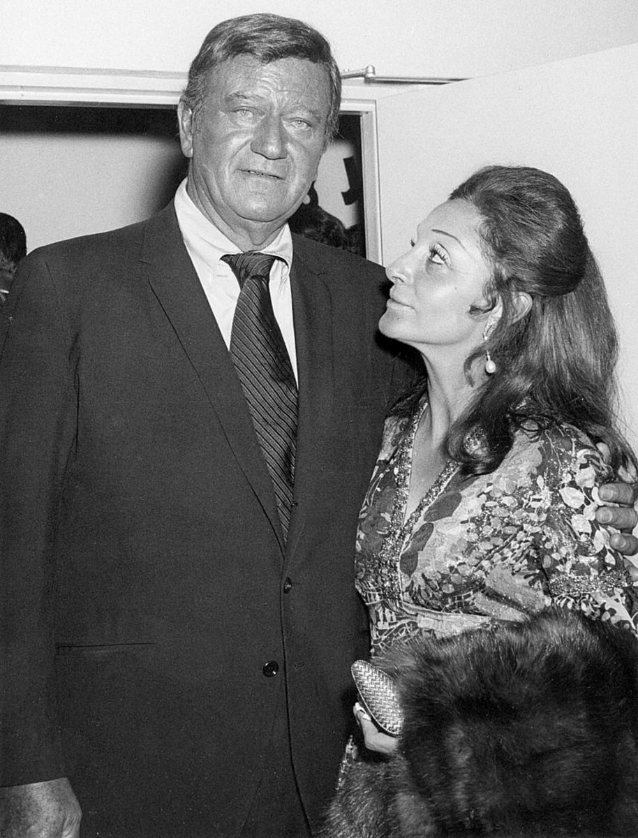 John and Pilar Wayne at the John Wayne Theater opening at Knott's Berry Farm in 1971. Public domain.