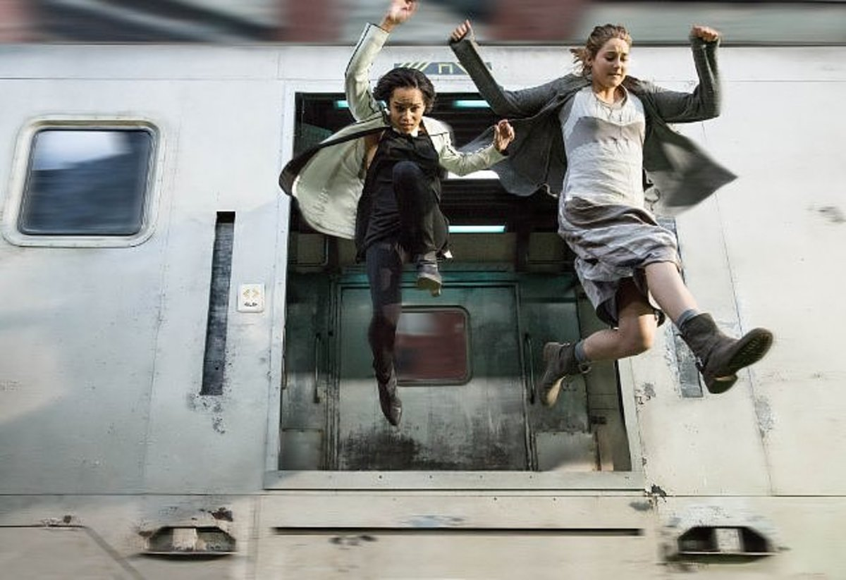 Image from: www.popsugar.com/entertainment/Divergent-Movie-Pictures-30511040?stream_view=1#photo-31029121