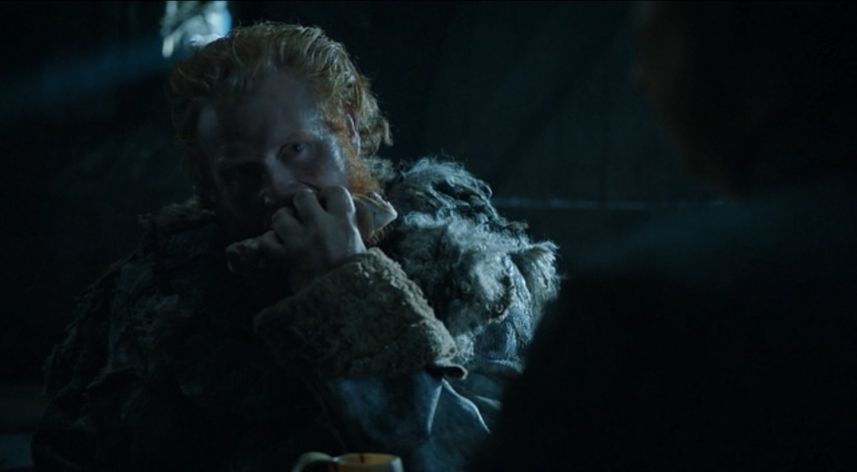 Tormund shows what he would do to Brienne's loins with a piece of meat.
