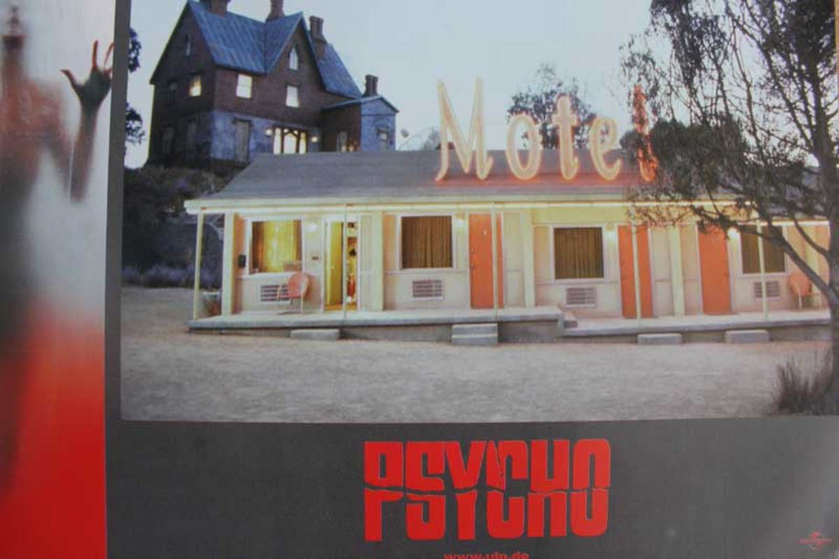 German lobby card for the remake showing the redesigned Bates Motel and the famous house.