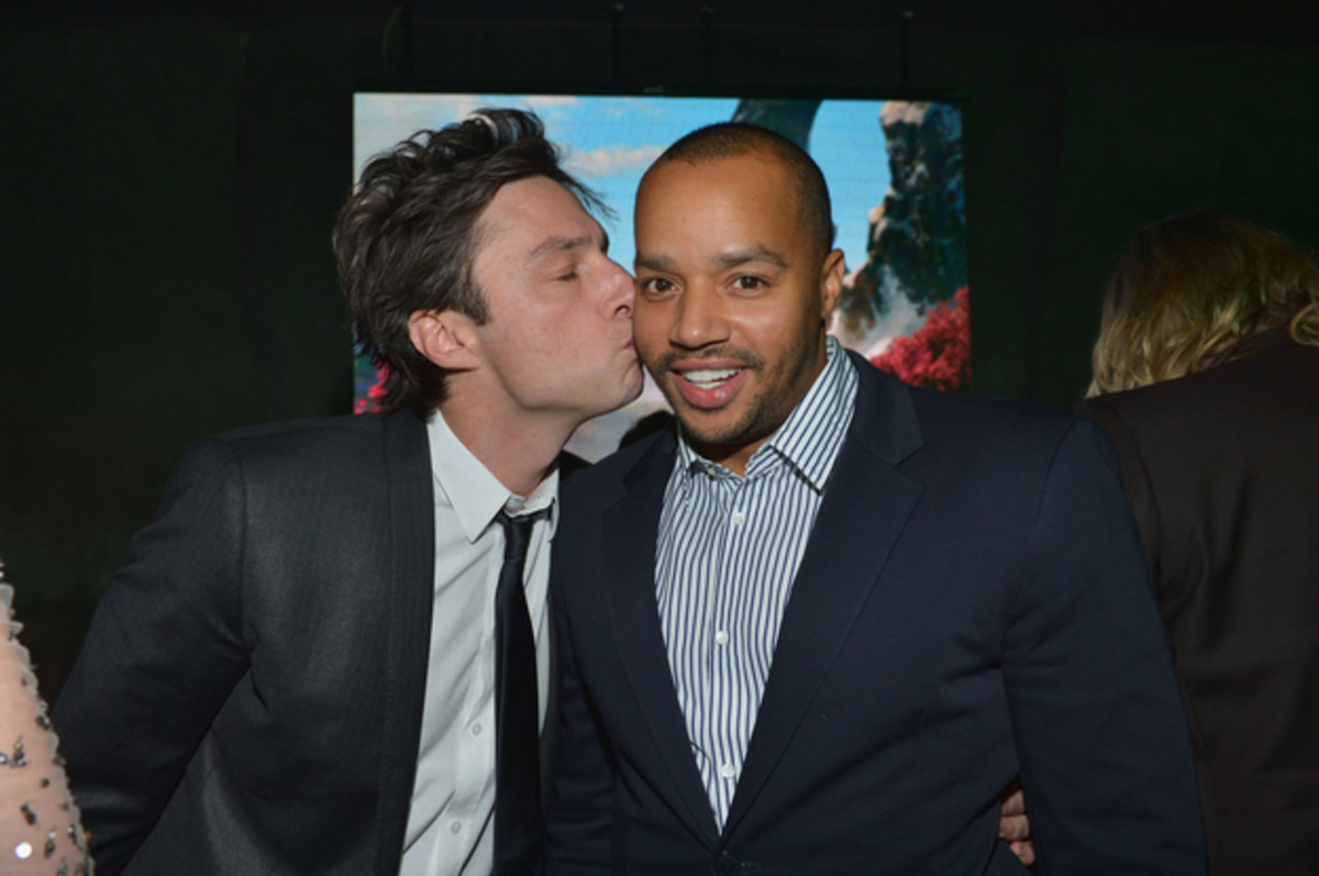 Zach Braff and Donald Faison, being ultimate off-screen BFFs.