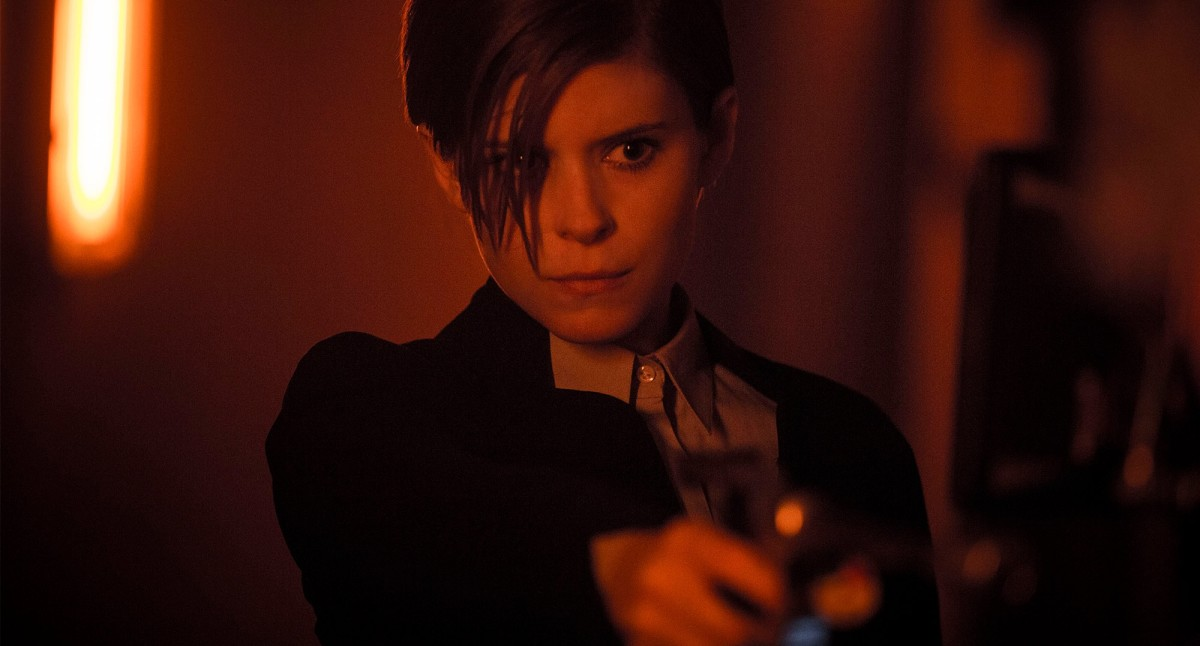 Kate Mara as Lee Weathers.