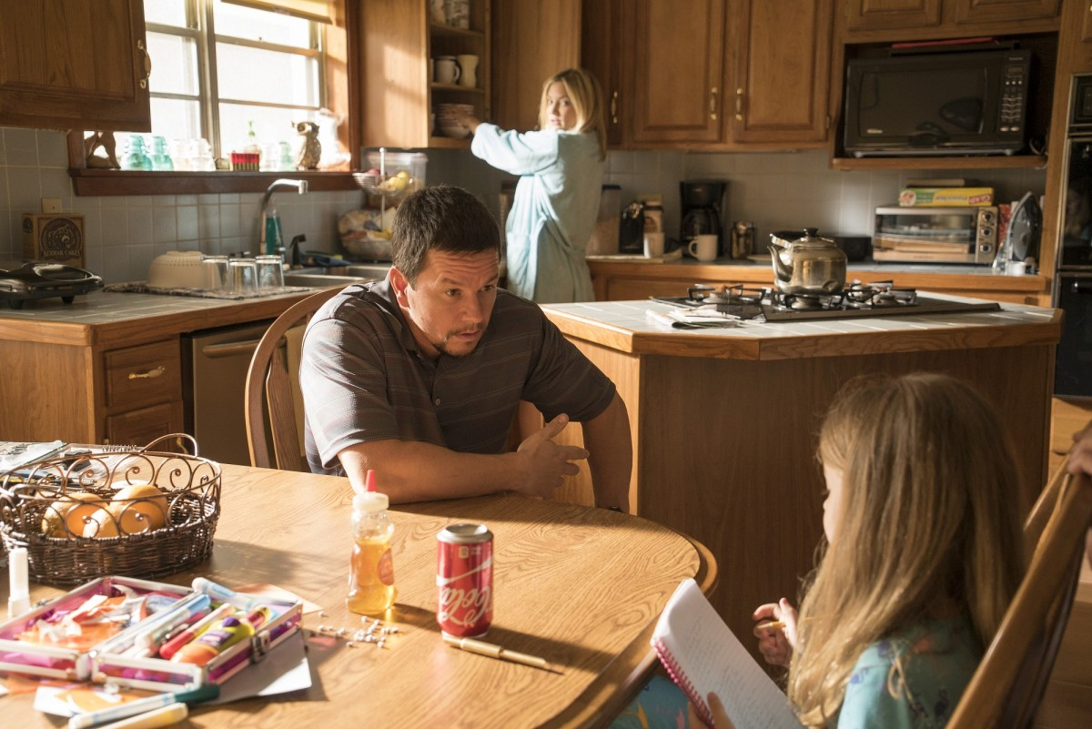 "Mark Wahlberg and Kate Hudson in ""Deepwater Horizon."""