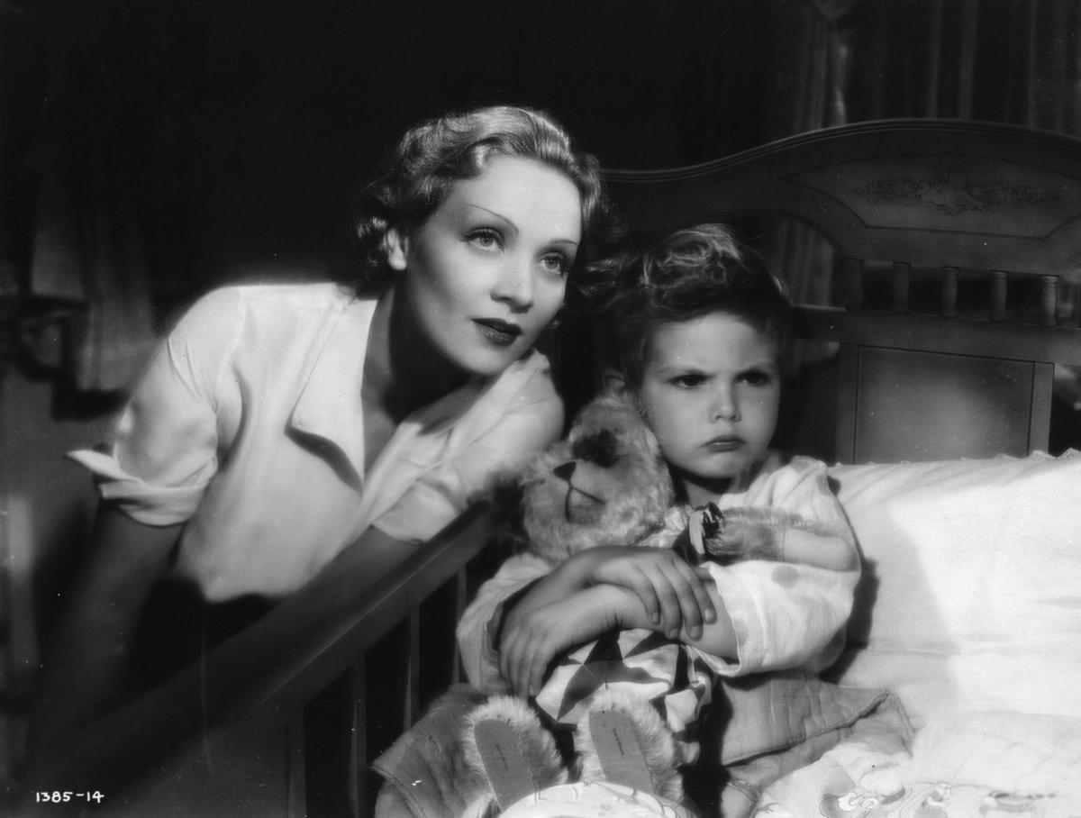Marlene Dietrich And Dickie Moore In Blonde Venus (1932)