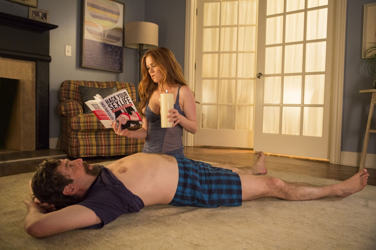 """Isla Fisher and Zach Galifianakis in """"Keeping Up with the Joneses."""""""