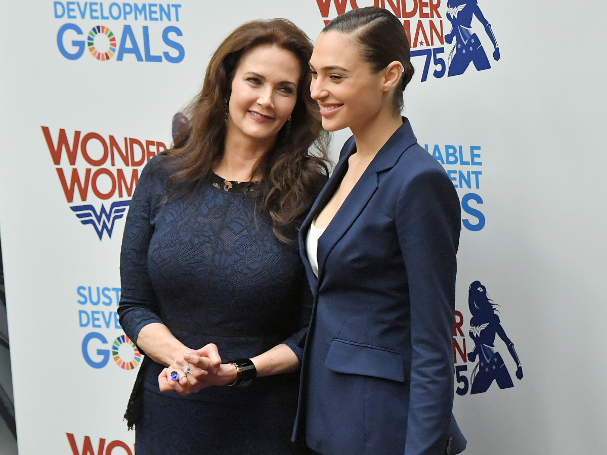 Gal Gadot with Lynda Carter, who played Diana in the 70s TV show.