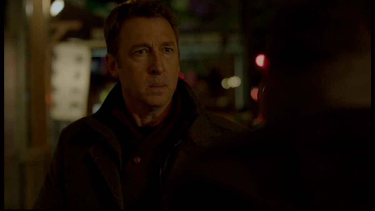 Elliot confronts 'Michael Hansen'. Image copyright of USA Network.