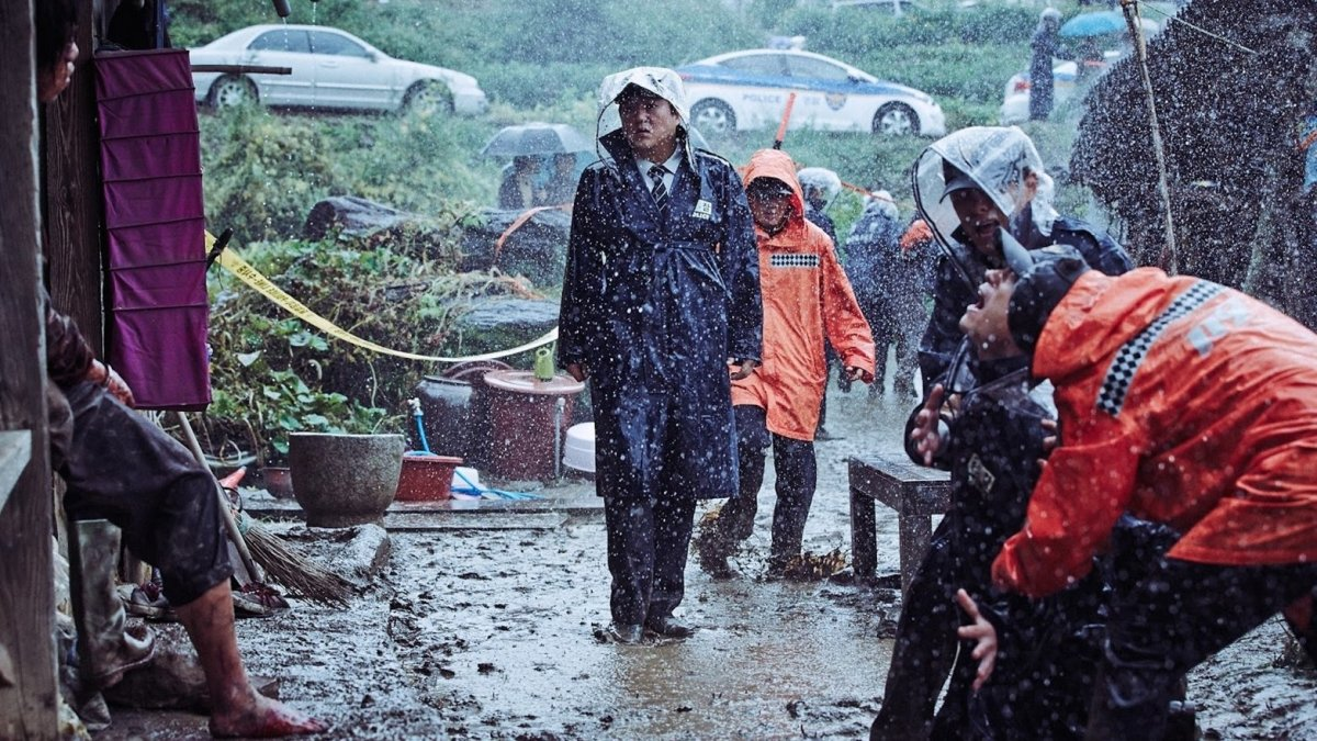 #thewailing #koreanhorror Jong-goo leads his team of officers with investigations into a brutal murder in his village.The Wailing explanantion and review.