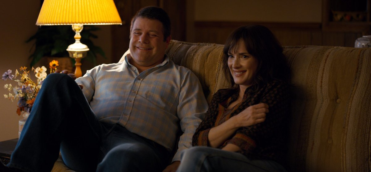 Bob (Sean Astin) and Joyse (Winona Ryder)