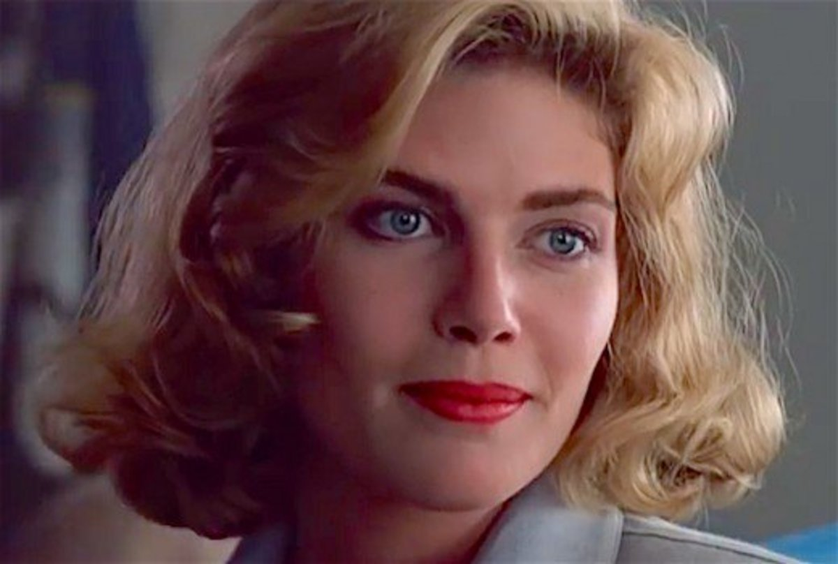 Kelly McGillis played Tom Cruise's love interest in Top Gun.  Carrie Fisher was considered for the role.