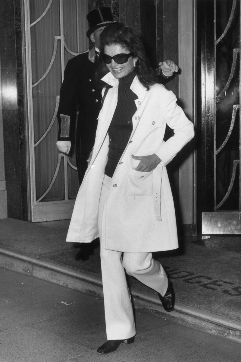 Jacki Onassis leaving the Claridges hotel in London, 1970.