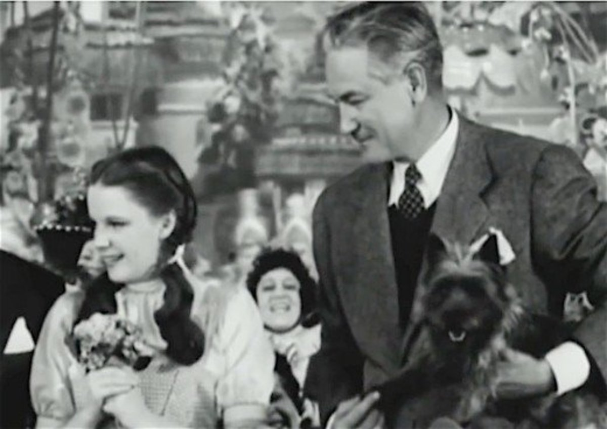 Dorothy Garland, Victor Fleming, and Toto.  The llittle dog had millions of worldwide fans after accompanying Dorothy on her journey to the Emerald Kingdom in The Wizard of Oz.