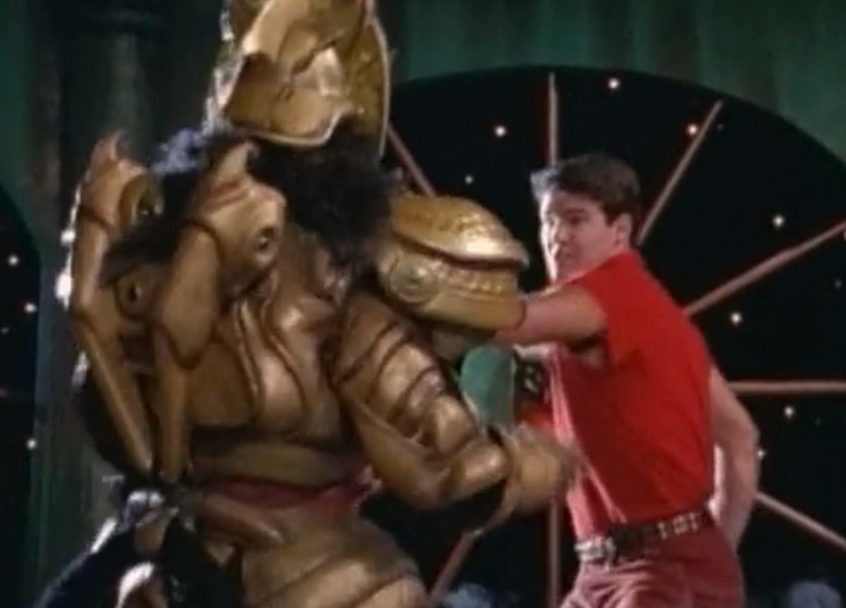 Jason fights Goldar before facing the Green Ranger
