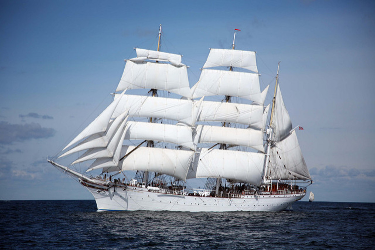 Statsraad Lehmkuhl Hoisting the Royal Yard