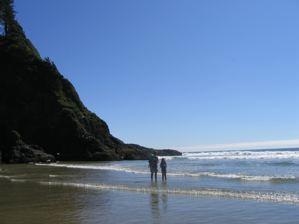 The serene sound of ocean waves and the spectacular scenery make this a perfect spot to visit during your Oregon coast vacation.