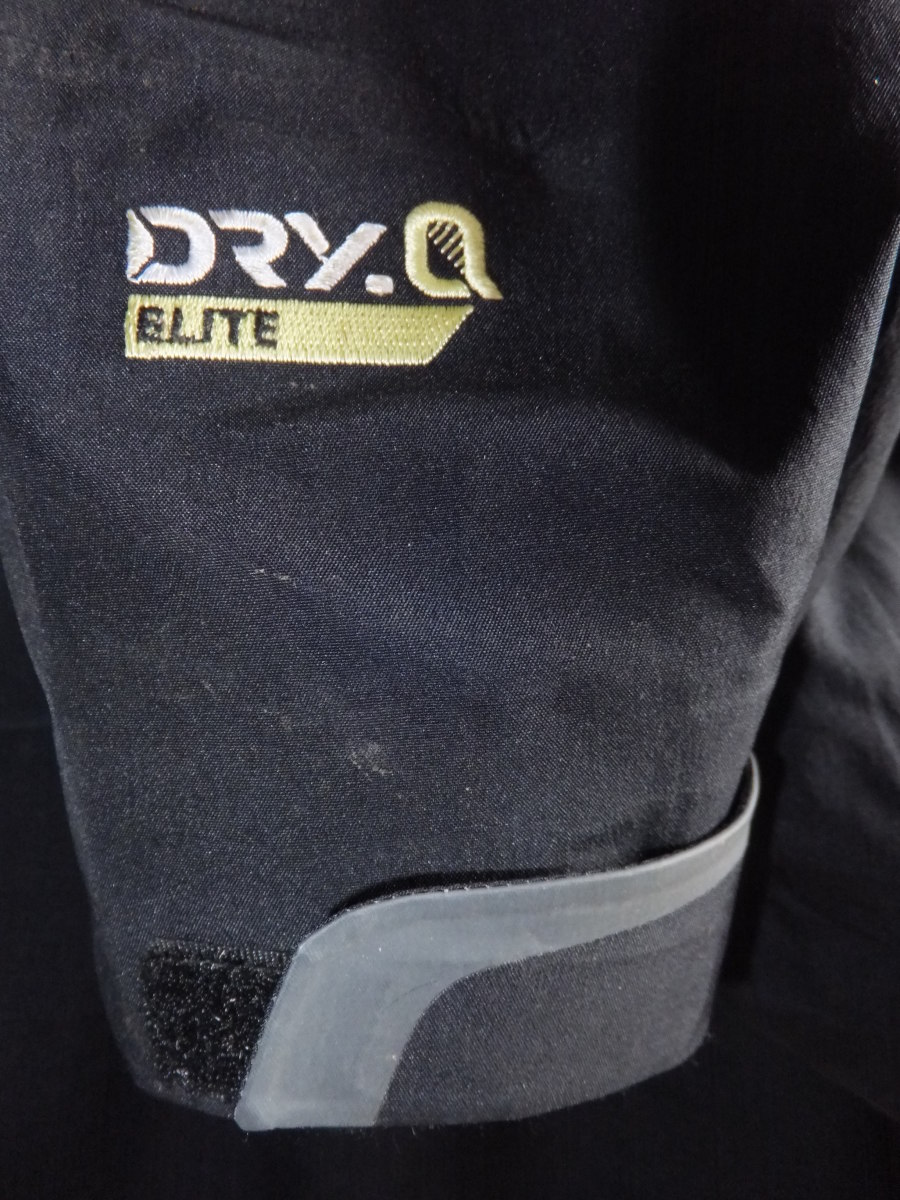 The Dry.Q Elite emblem and closeup up the adjustable cuff.