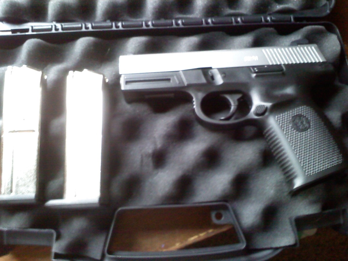 Smith & Wesson Sigma 9mm SW9VE w/ 2 magazines