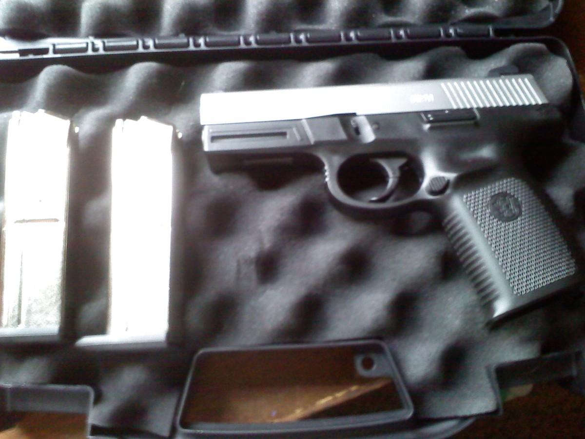 Smith & Wesson Sigma 9mm SW9VE w/ 2 magazines