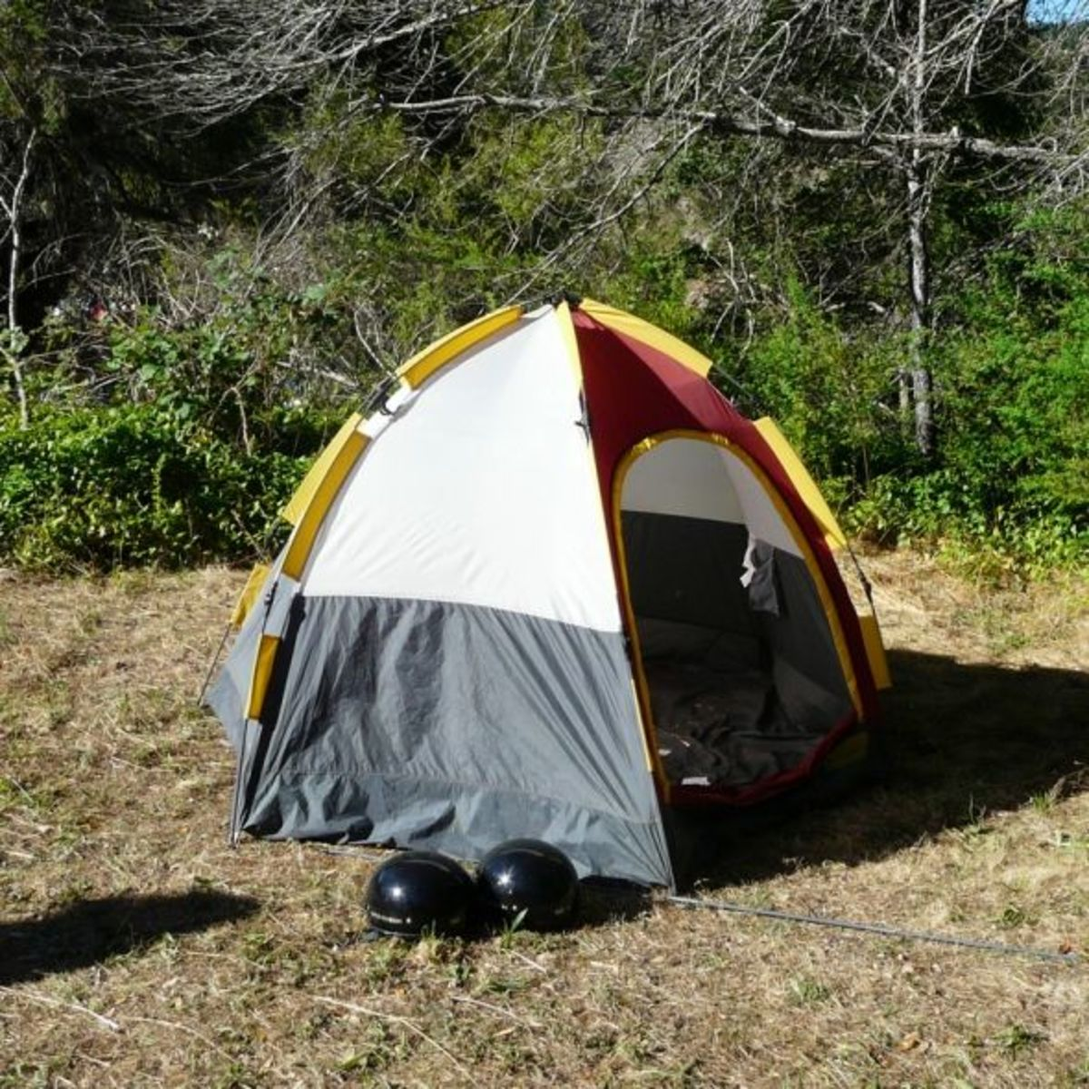 The 60 Second Tent in Action. Click thumbnail to view full-size & 60 Second Tent and Other Stuff for Motorcycle Camping | SkyAboveUs