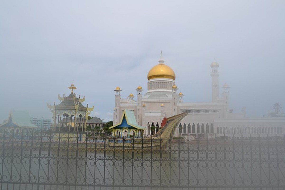 The Sultan Omar Ali Saifuddin Mosque in Brunei.  Brunei has an absolute monarchy with the Sultan as head of state and head of government.  The Sultan is advised by and presides over five councils, which he appoints.