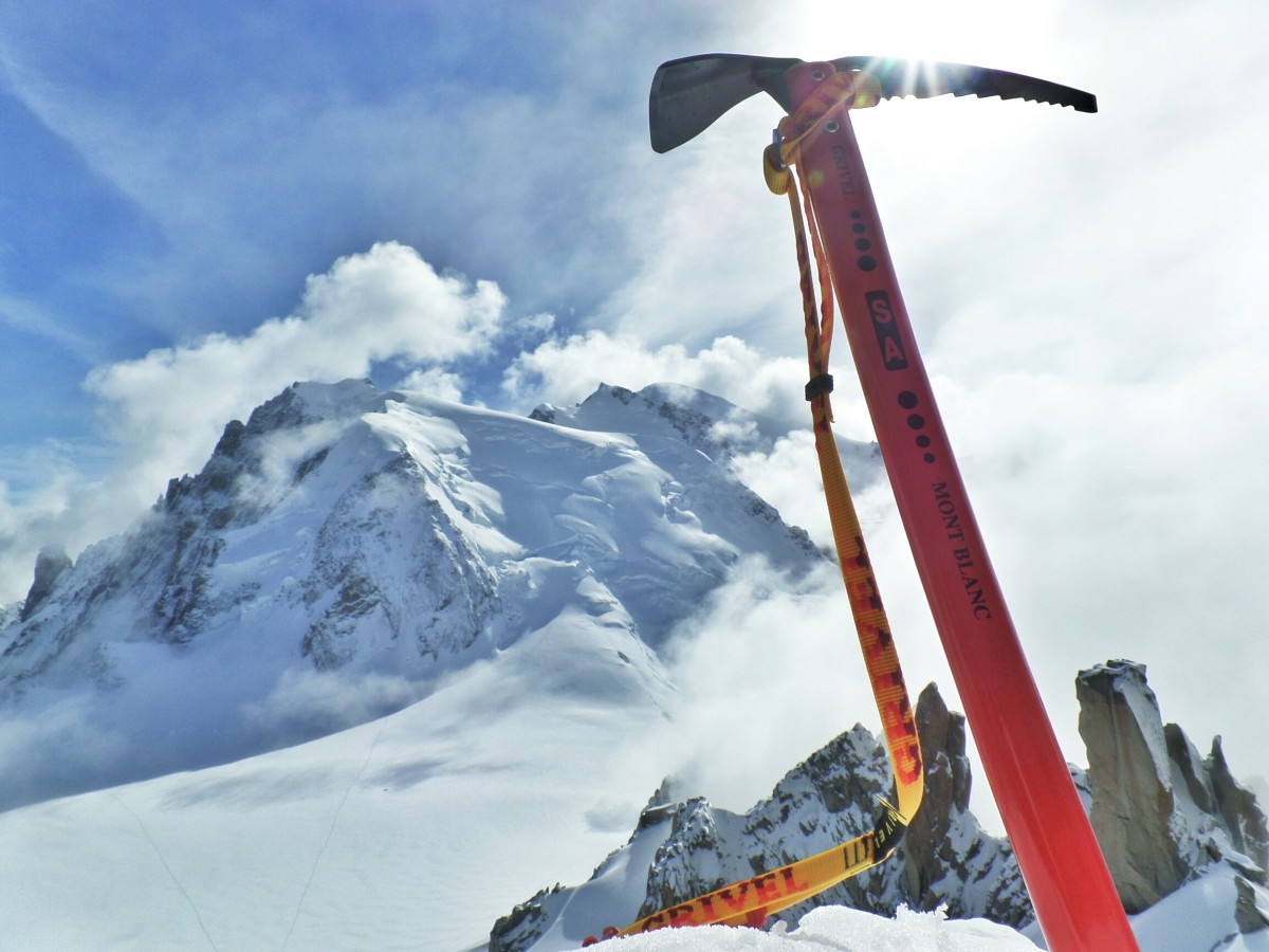 Kurt Morrison testing the Grivel Mont Blanc Nepal SA ice axe on Mont Blanc
