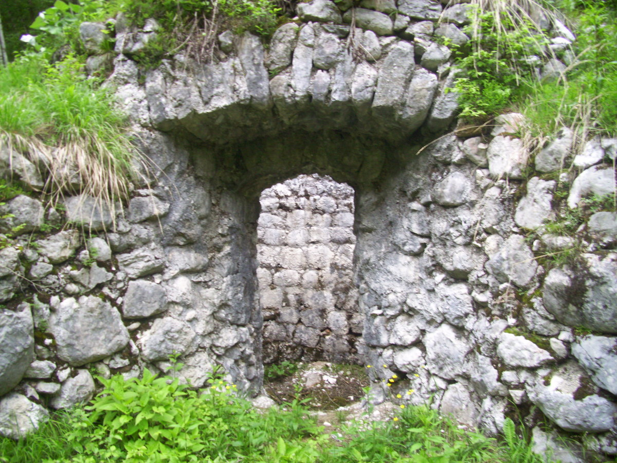 Old limestone furnace, visible on Matthew's Path.