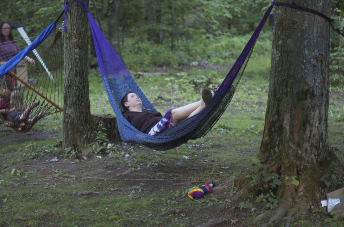 Laying lengthwise in an in-line hammock is one option...