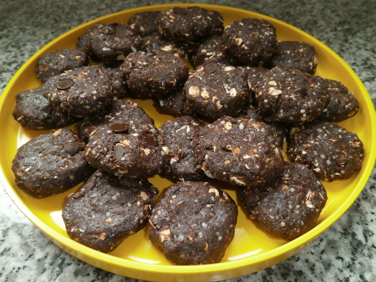 Homemade chocolate no-bake mini-bars (nut-free and vegan), packed with extra protein and calcium.