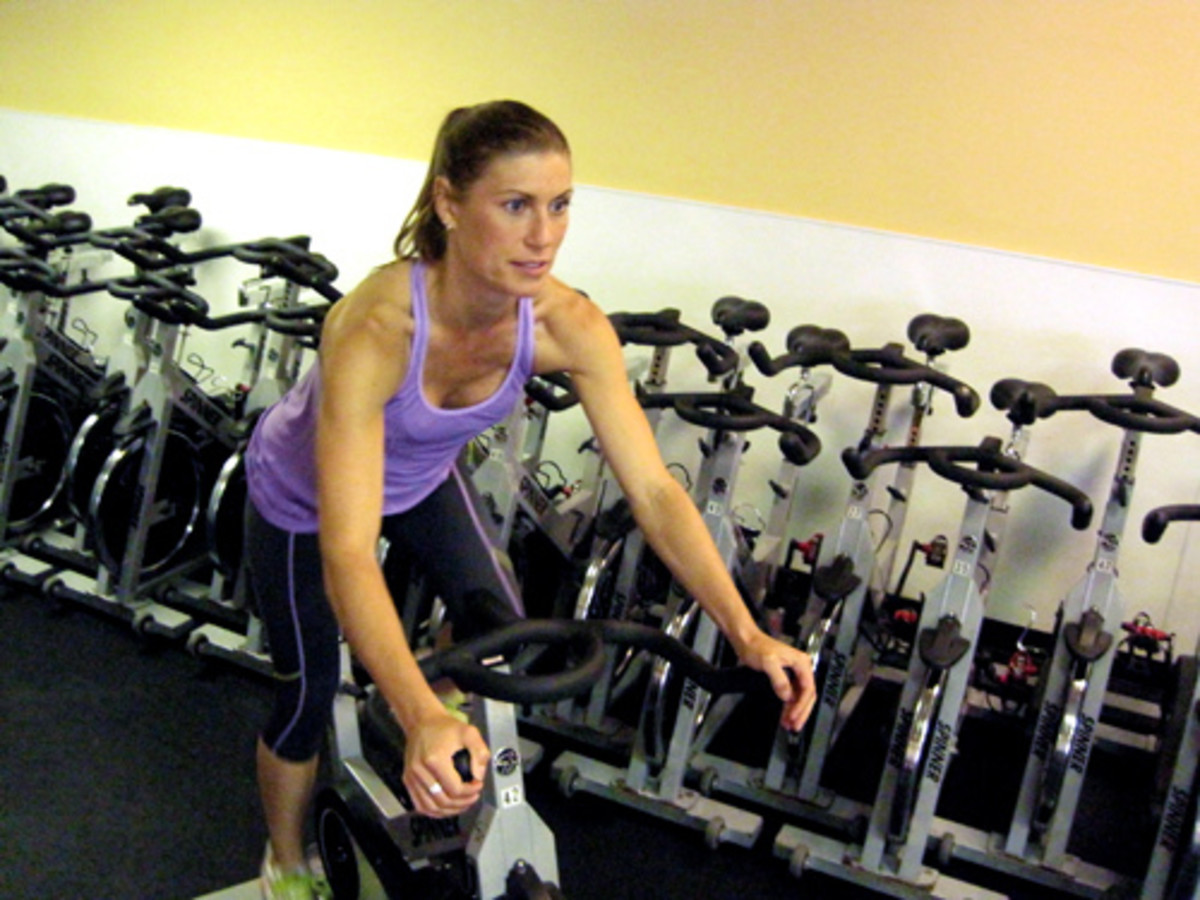 The spinning bike is a type of exercise bike for great fitness enthusiasts.