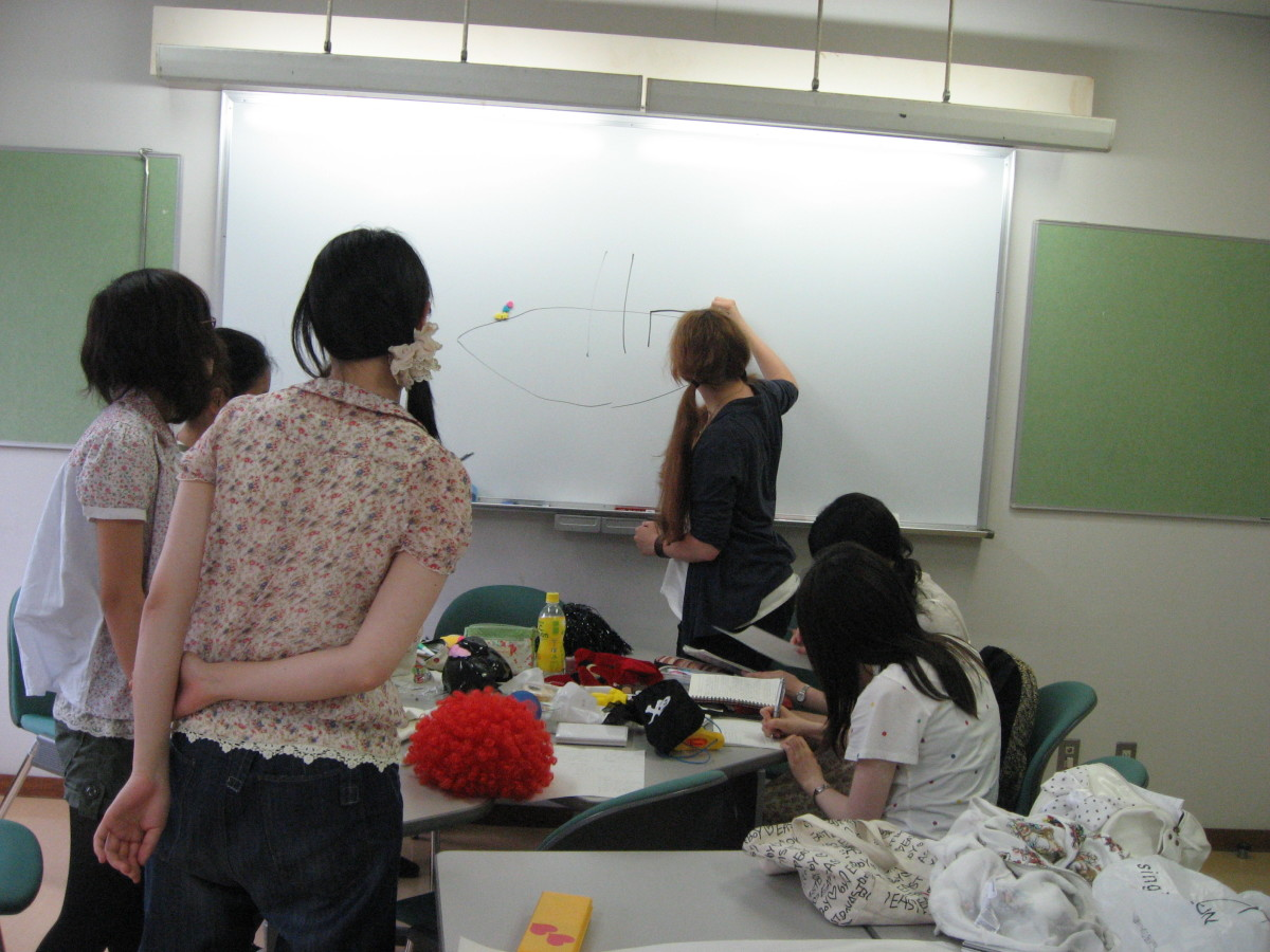 Cultural exchange between Japanese students and American teacher