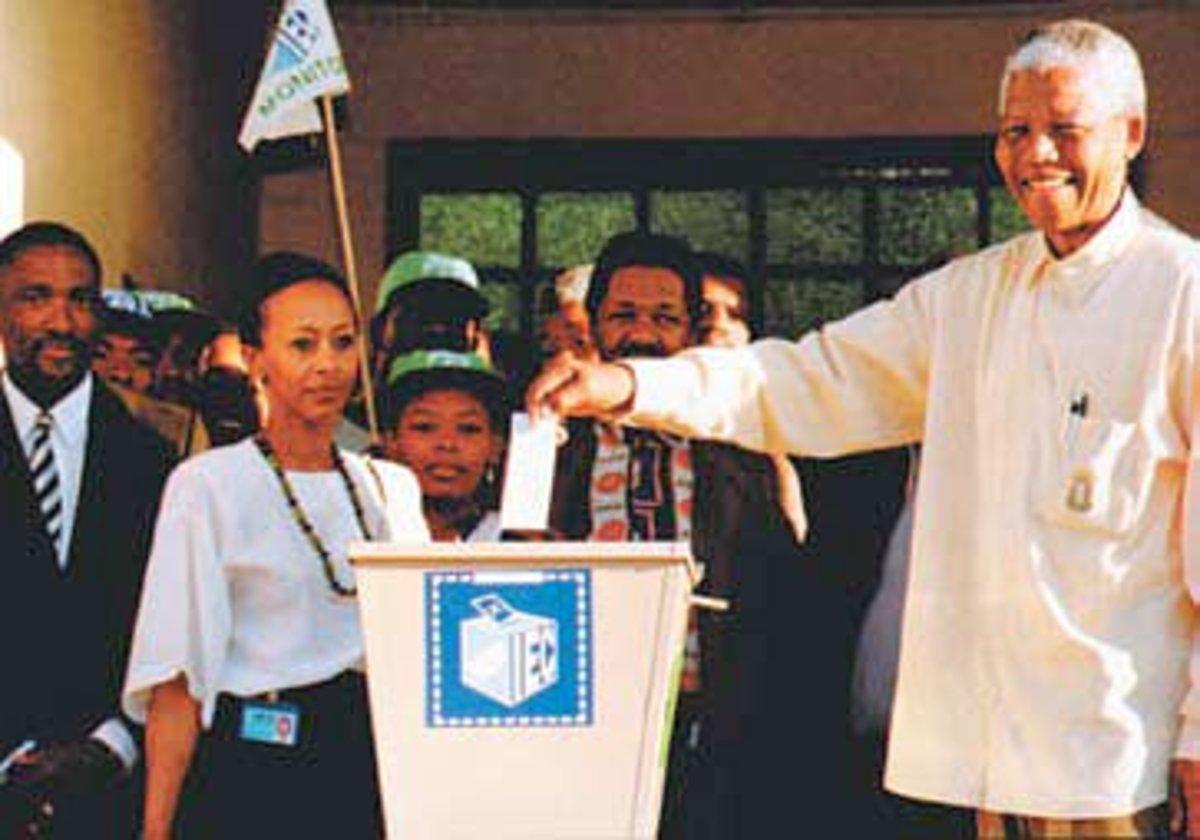 Mandela casting his vote