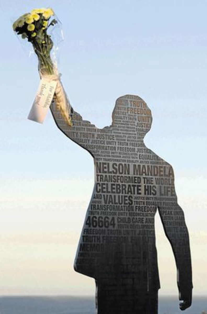 THANK YOU, MADIBA: an unknown Port Elizabeth resident paid silent homage to the elderly statesman by putting fresh flowers on the Mandela statue on the Donkin Reserve. The flowers, which were placed in the raised hand of the statue,