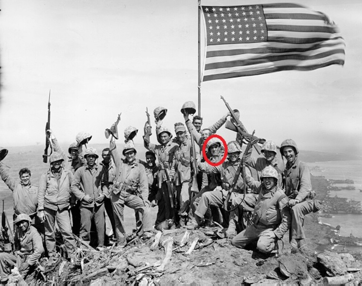 "Joe Rosenthal's ""Gung-ho"" photo, with Schultz circled."