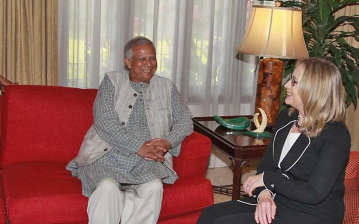 Clinton with Yunus
