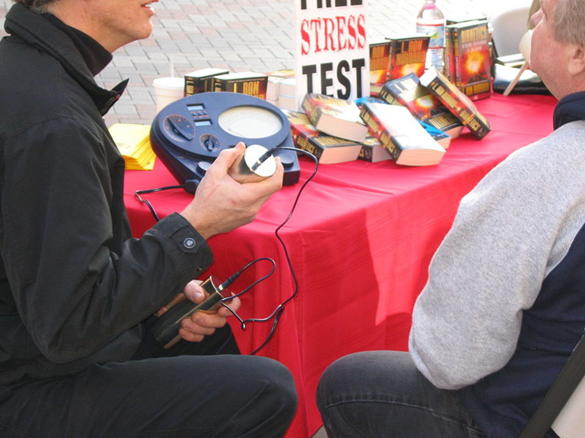 A Scientology recruiter using an e-meter to measure Thetan levels.