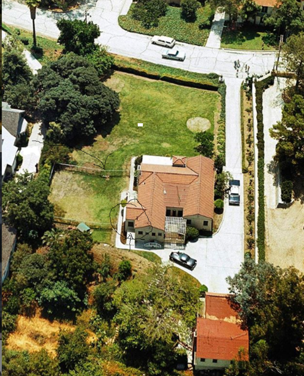 Aerial of 3301. The kitchen door that Joe, Frank and Suzan used to enter the house is circled. Rosemary's Thunderbird is parked in the back.