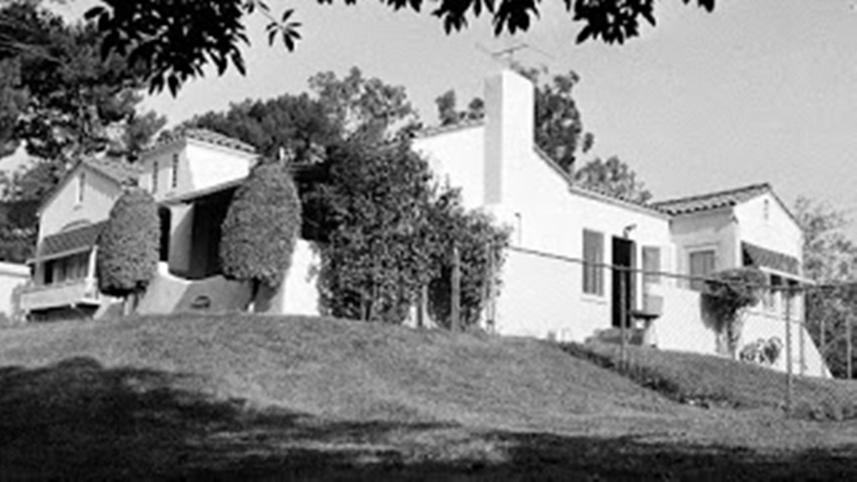 3301 Waverly Drive in a photo taken from 3267.  Manson and Tex entered through the recessed side door.