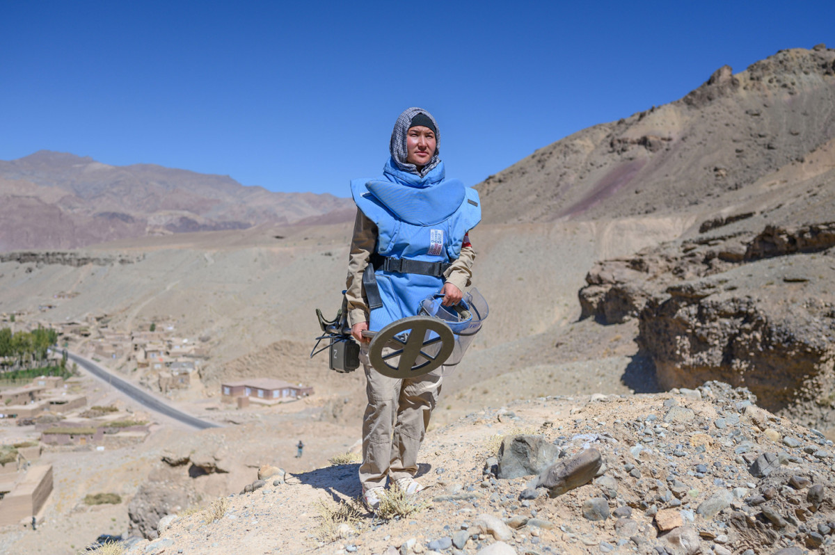 Woman de-miner in Afghanistan