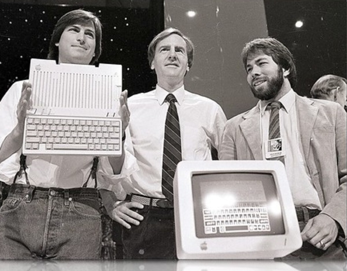 John Sculley (centre) flanked by Apple creators Steve Jobs (left) and Steve Wozniak (right).